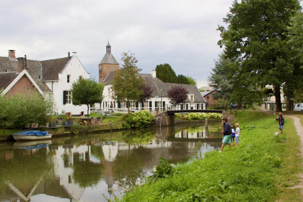 De oude dorpskern van Bunnik aan de Kromme Rijn.